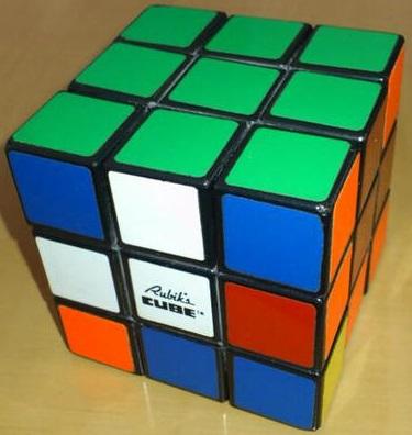裕子、ルービックキューブに挑戦中!