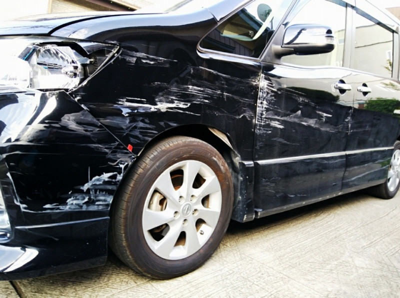 裕子、交通事故に遭う。