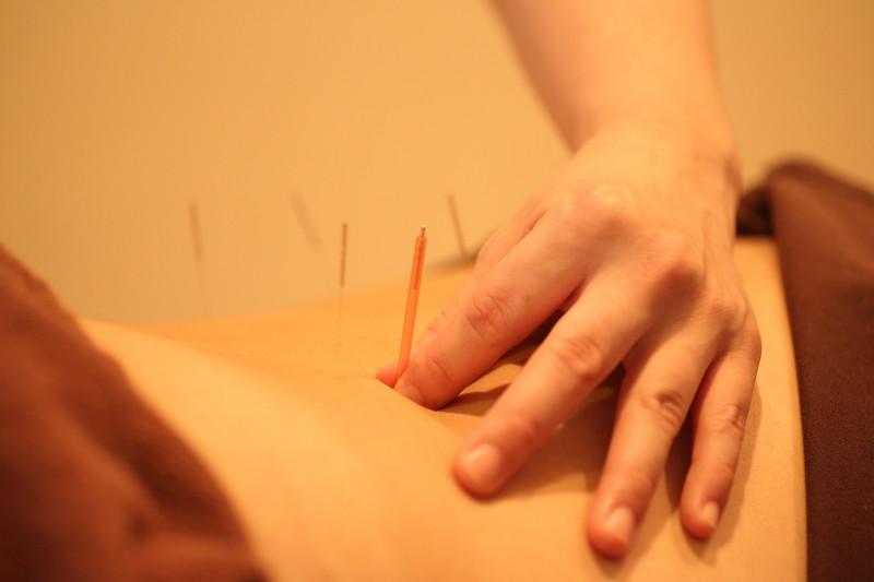 三日月鍼灸指圧院は、通常通り営業しております。